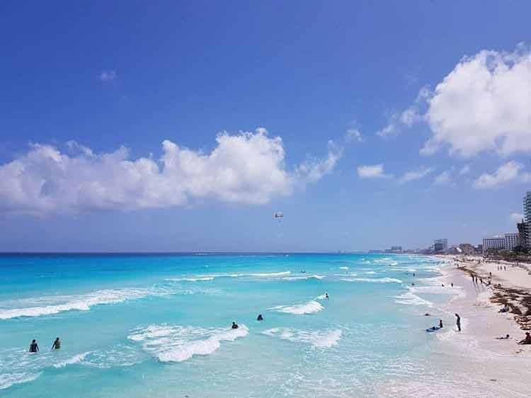 Playa Gaviota Azul, Lazurowa plaża w Meksyku