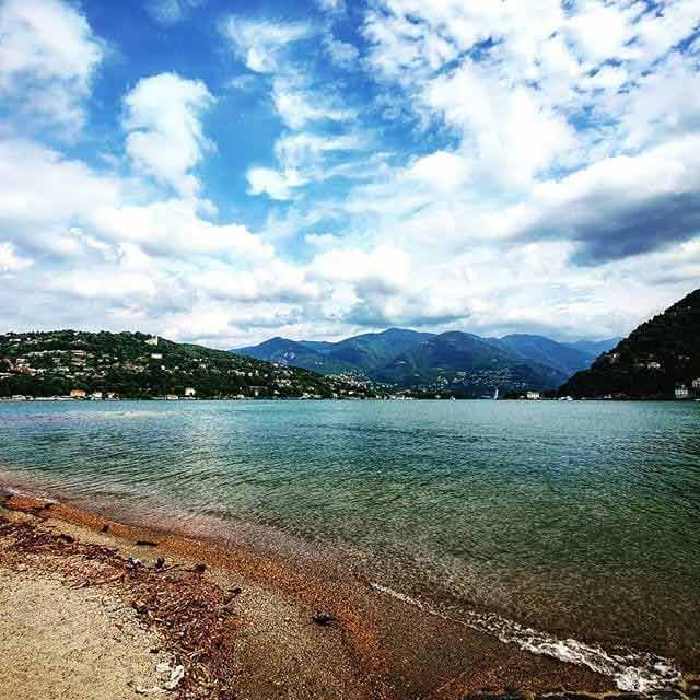 Jezioro Como, a w tle luksusowe hotele w górach