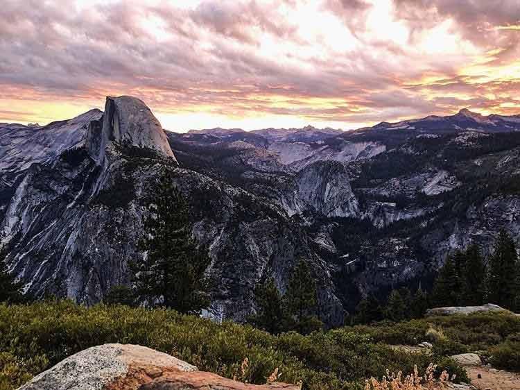 Widok z Glacier Point na Park Narodowy Yosemite