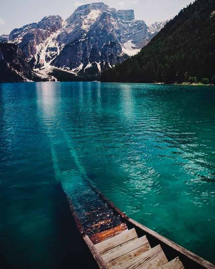 jezioro we Włoskich Dolomitach