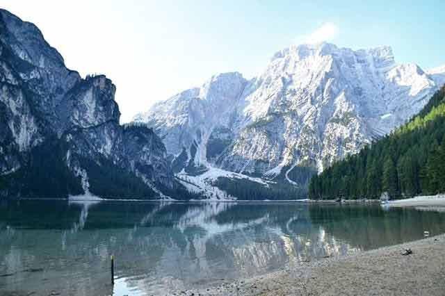 Włoskie jezioro w górach