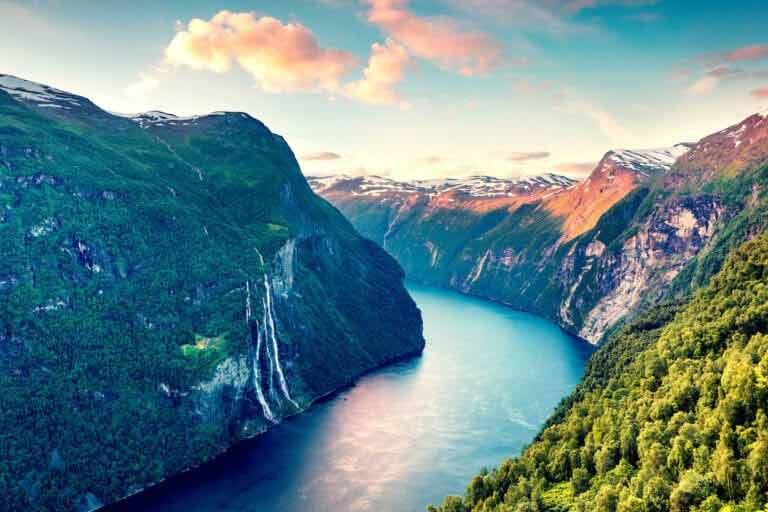 Fiordy norweskie, które trzeba zobaczyć – czyli wycieczki do Norwegii w najlepszym wydaniu