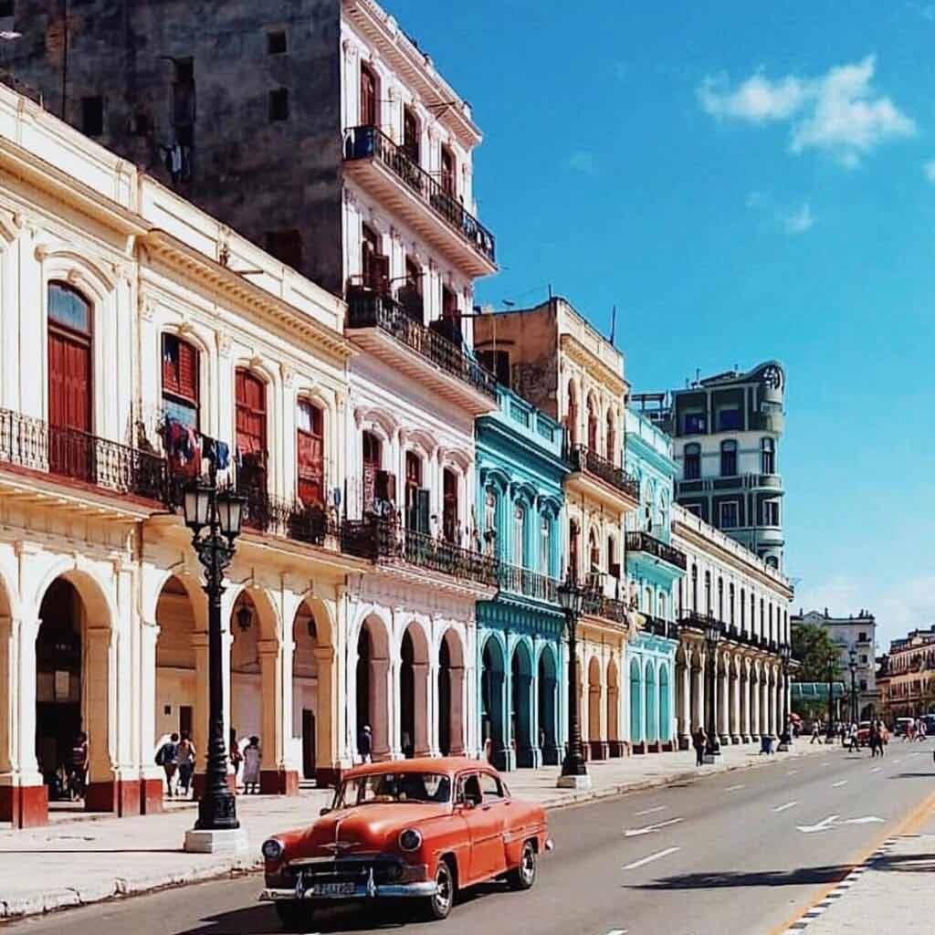 Kiedy najlepiej lecieć na Kubę