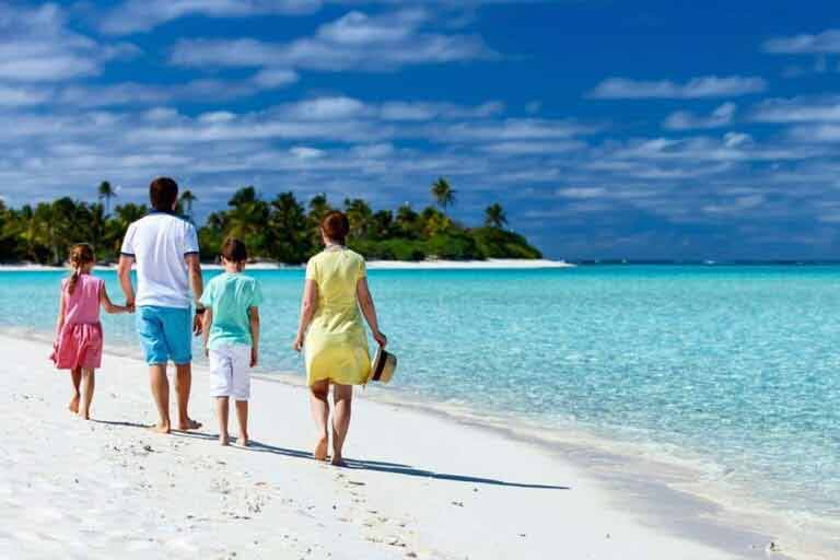 Gdzie na wakacje z dziećmi warto polecieć w każdym miesiącu roku