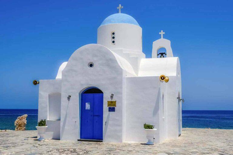 Cypr - kiedy jechać, kiedy lecieć. Zobacz kiedy najlepsza pogoda Cypr na podróż.