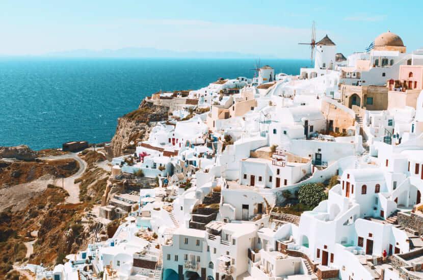 Ile się leci do Grecji