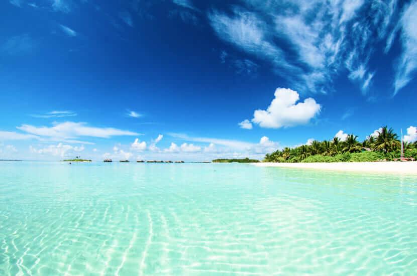 Ile się leci na Malediwy