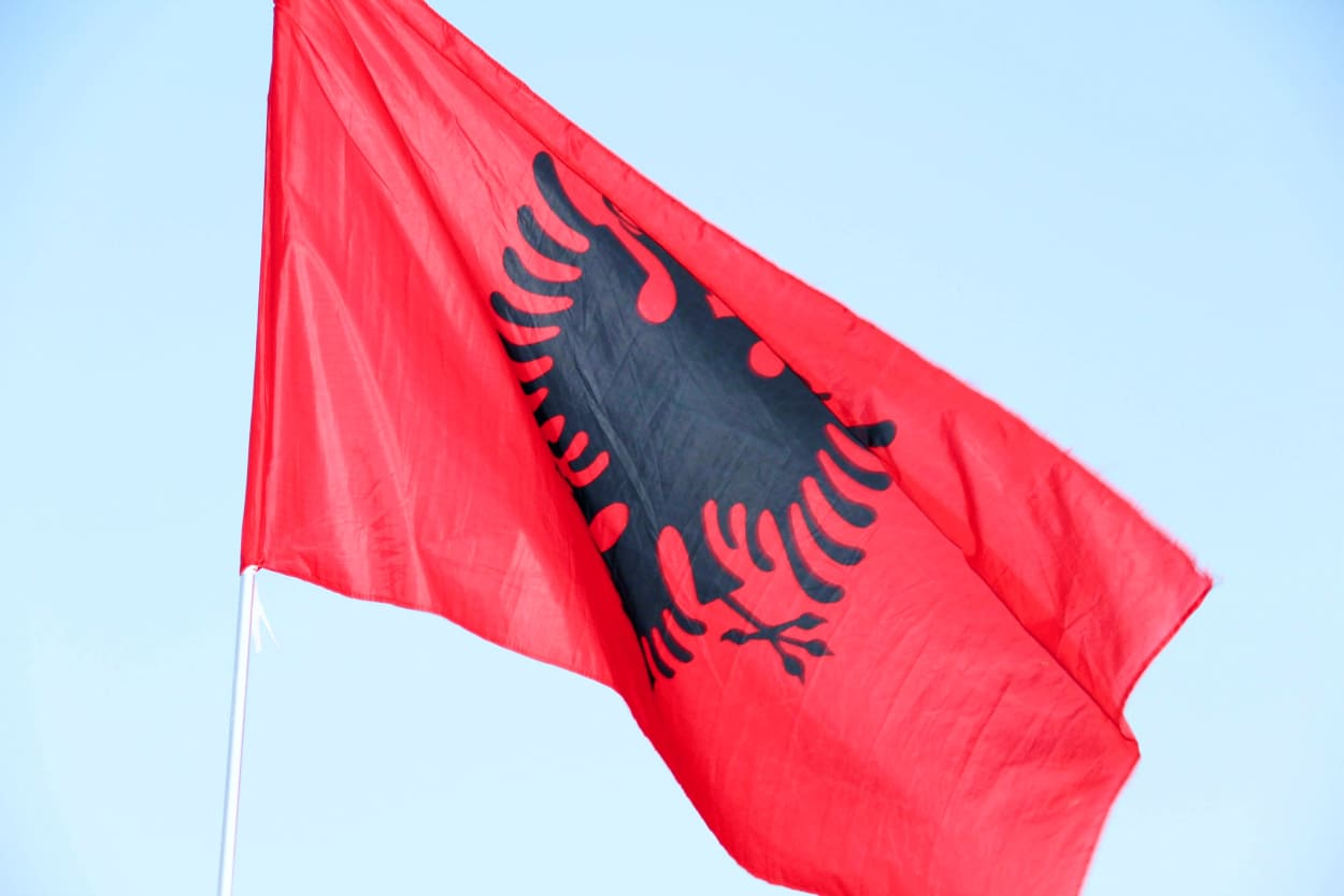 Ile trwa lot do Albanii