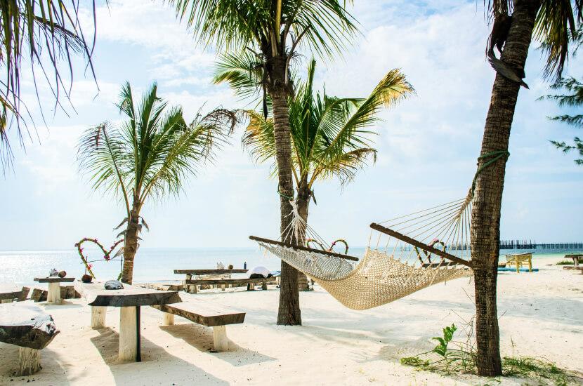 Ile trwa lot na Zanzibar