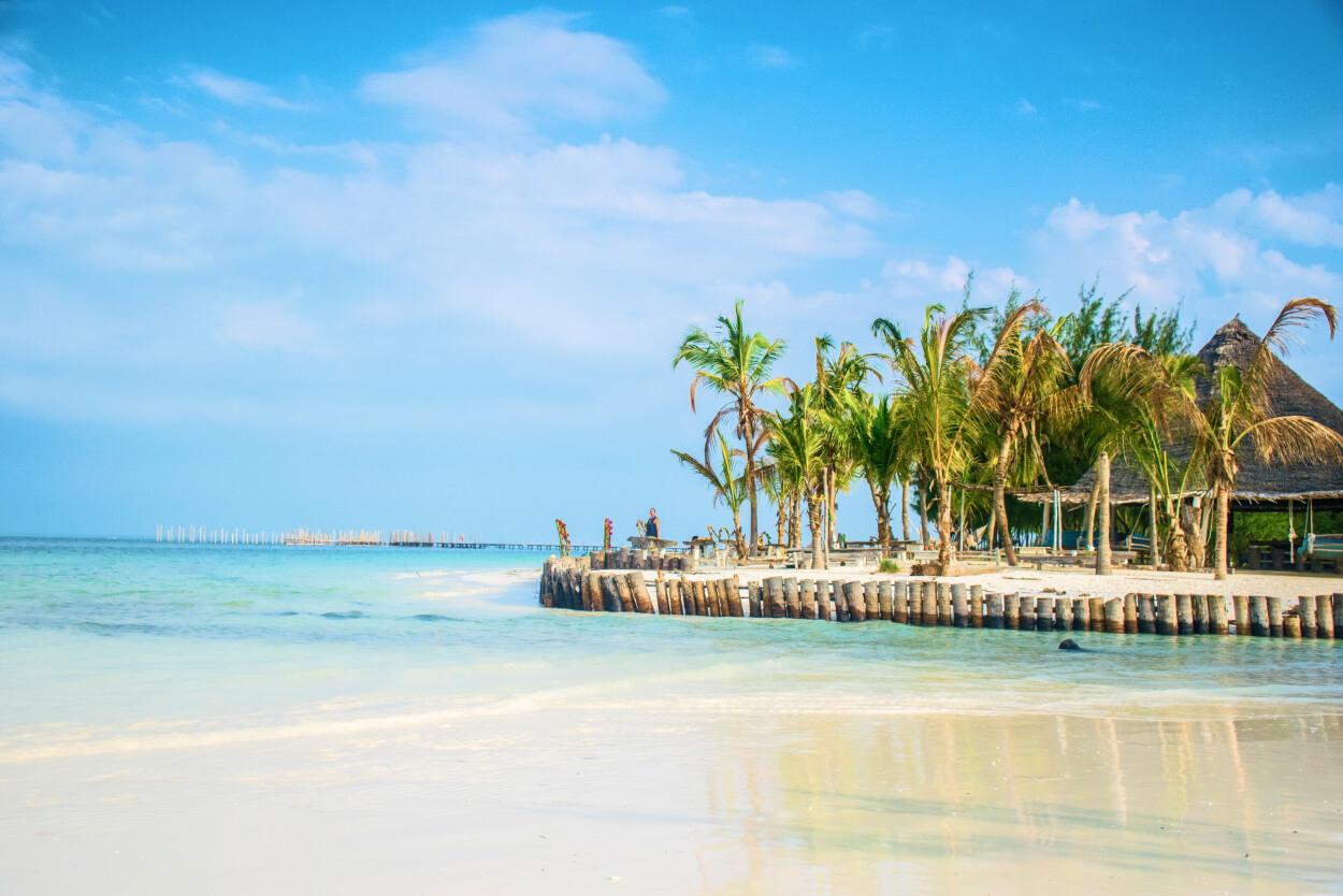 Zanzibar - ile trwa lot. Zdjęcie autorstwa Ákos Helgert z Pexels